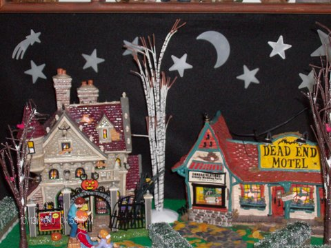 Department 56 Dead End Motel and Mickeys Haunted House